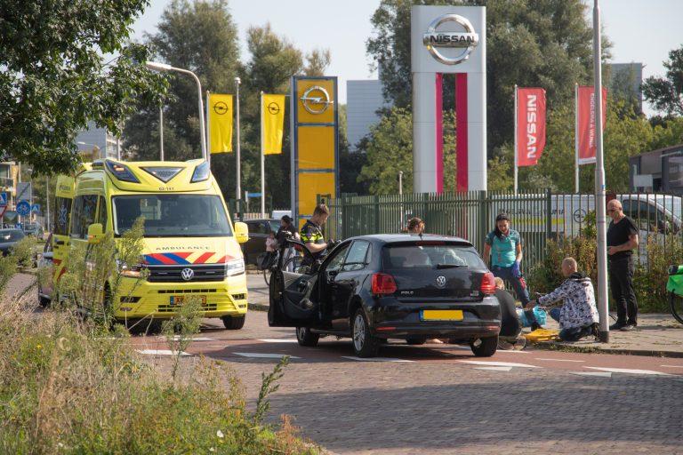 wielrenner raakt zwaar gewond na aanrijding met auto in Leeuwarden