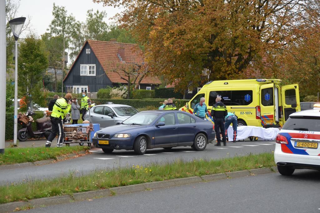 Scooterrijder gewond na aanrijding met personenauto op de Julianalaan in Leeuwarden
