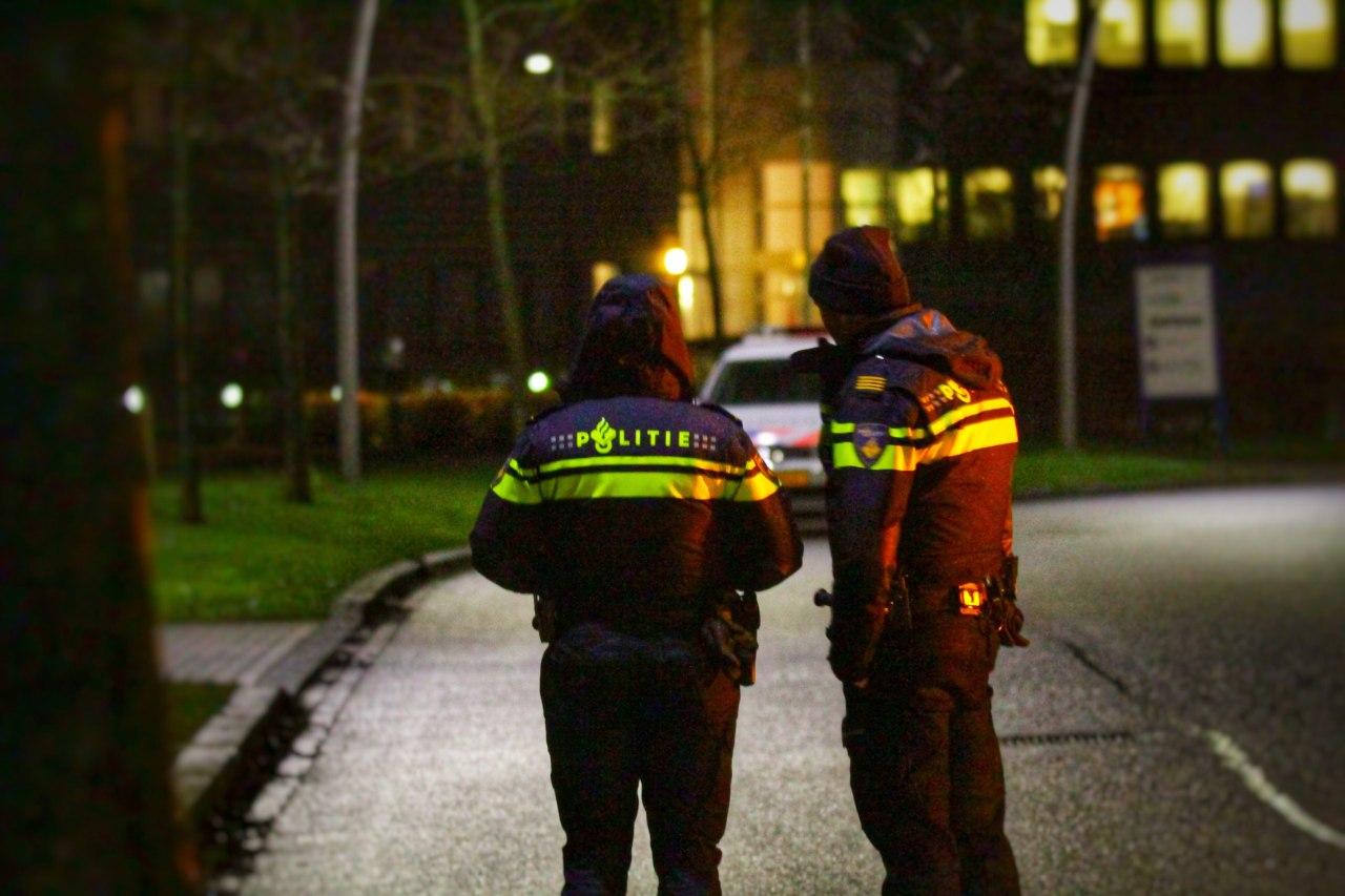 Gewapende persoon wacht Medewerksters op en ontvreemdt haar merktas aan de Kerkstraat in Buitenpost