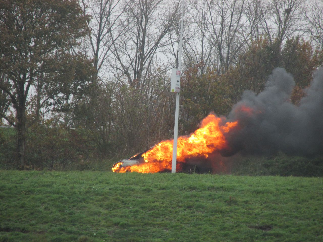 Toyota verwoest door felle Autobrand bij Heerenveen