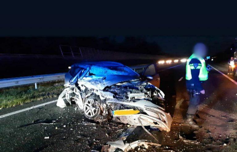 Automobilist botst achterop trailer van vrachtwagen op A32 Heerenveen