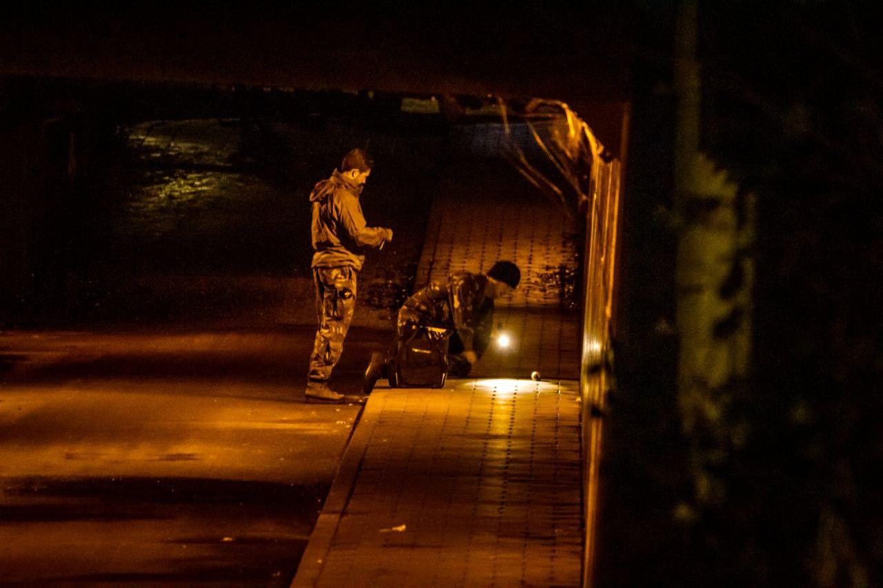 Explosieven Opruimingsdienst EOD rukte uit voor rokend voorwerp in Tunnel aan de Noorderend in Drachten