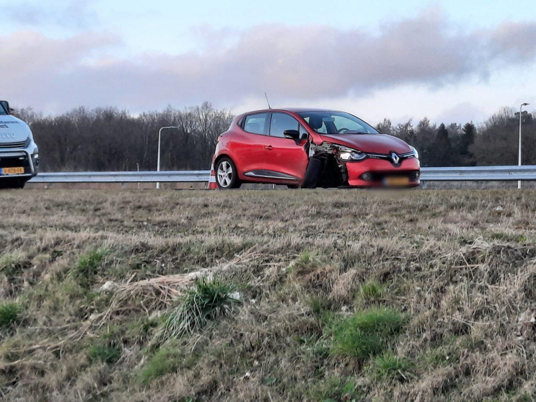 N381 in de richting van Oosterwolde tijdelijk afgesloten geweest na ongeval tussen personenauto en bergingstruck bij Donkerbroek