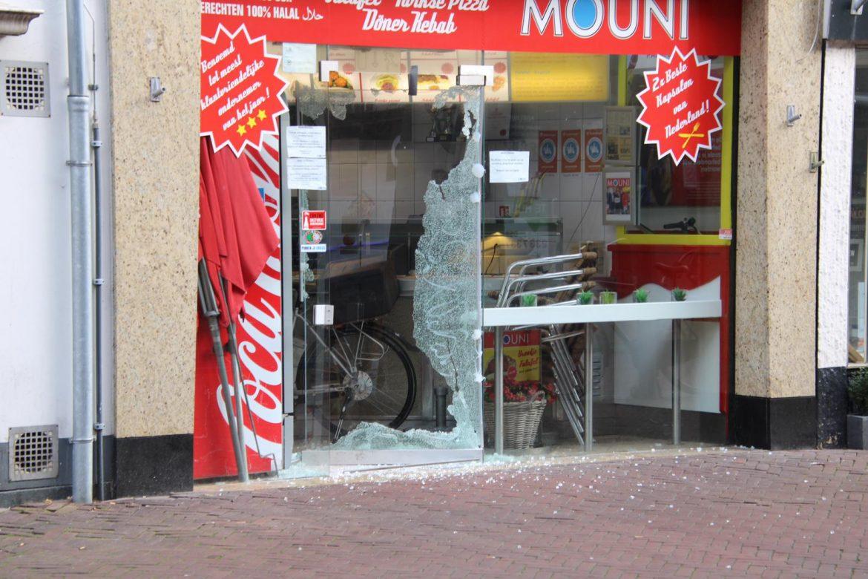 50 jarige man aangehouden voor vernielingen van glazen van restaurants in Leeuwarden