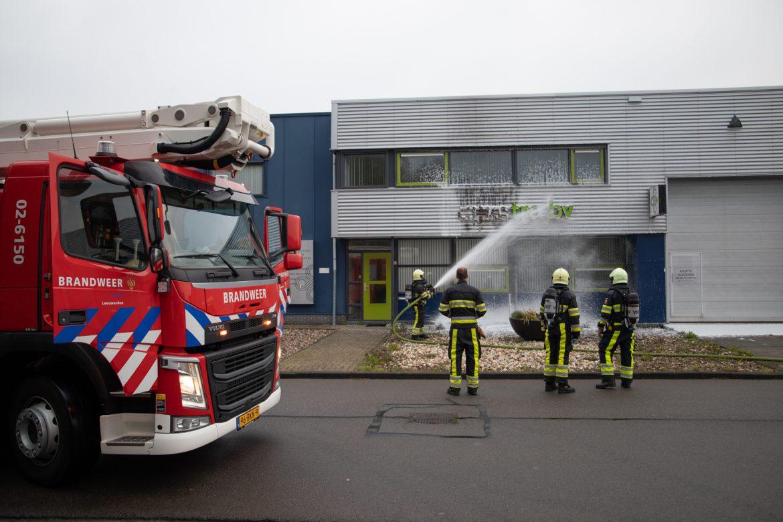 gevelreclame van bedrijf beschadigd na brand