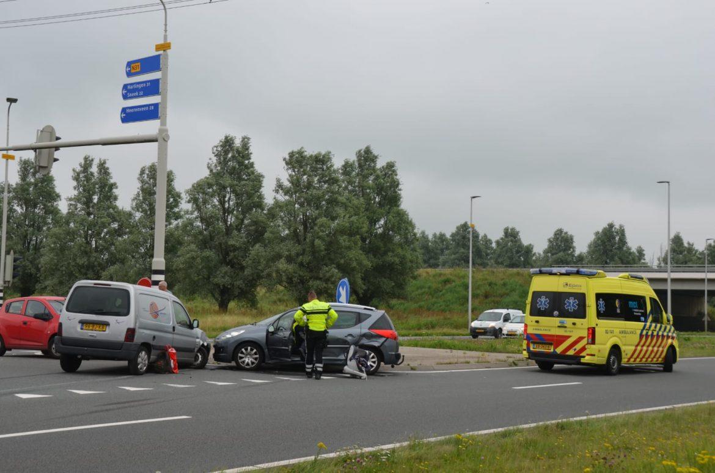 Schade na botsing op kruising Drachtsterweg in Leeuwarden