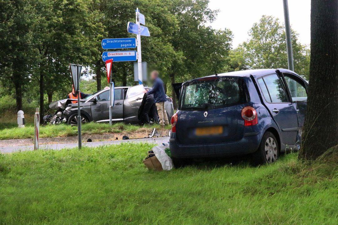 Forse schade bij een ongeval op De Skieding N358 bij Drachtstercompagnie